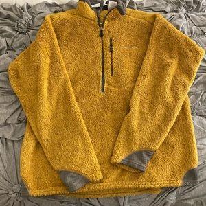 Men's Patagonia quarter zip sweatshirt